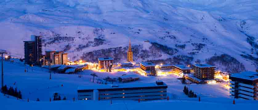 france_three-valleys-ski-area_les-menuires_night_scene.jpg